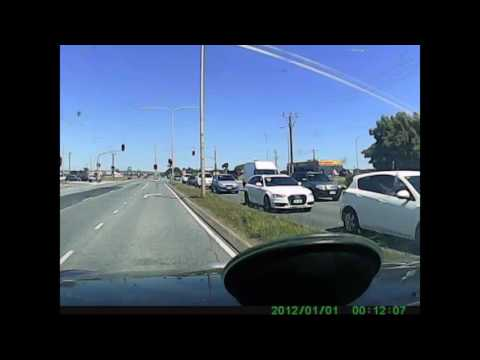 Inattentive driver causes 3 car crash - Adelaide S.A
