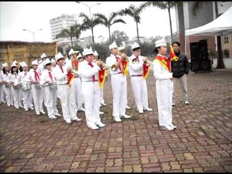 Khúc dạo đầu của đội Nghi Lễ trường THCS Thăng Long