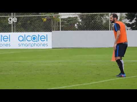 Recuperado de lesão, Danilo está de volta aos treinos do Corinthians (14/04/2017)