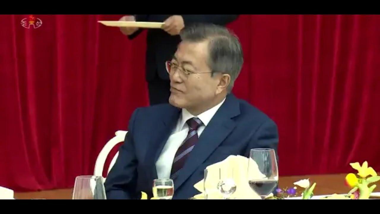 경애하는 최고령도자 김정은동지께서 문재인 대통령의 평양방문을 환영하여 성대한 연회를 마련하시였다.