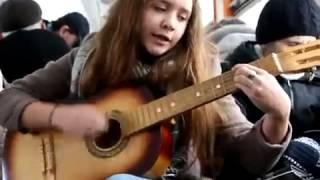 """Девочка очень красиво поёт и играет на гитаре """"Piarov2012"""""""