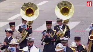 法国国庆阅兵花絮 军乐队演奏燃爆全场的Daft Punk神曲Get Lucky