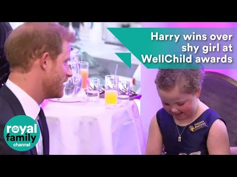 Harry wins over shy girl at WellChild awards