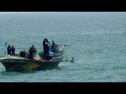 Pakistani boat with 9 crew members intercepted at Porbandar in Gujarat | वनइंडिया हिंदी