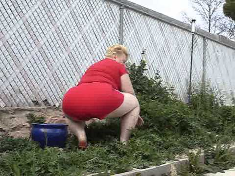 Bbw tv in the garden