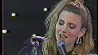 Debbie Gibson - Lost In Your Eyes (live)