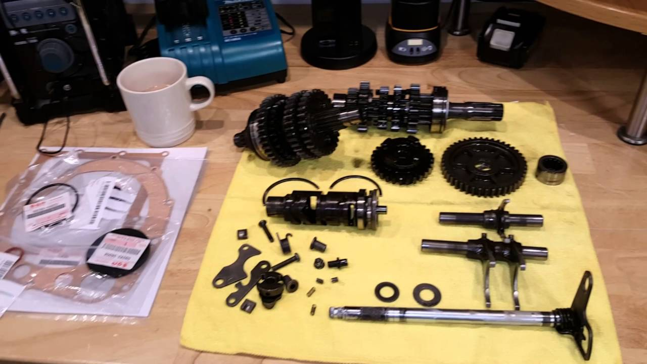 The anatomy of a motorcycle gearbox. - YouTube