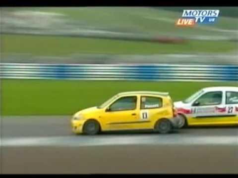 2005 Donington Renault Clio UK Steve Hunter crash