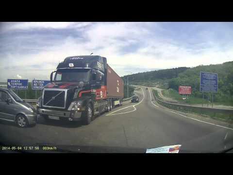 ДТП тягач Volvo со зверскими тормозами ::Crash:: Volvo Truck with amazing brakes