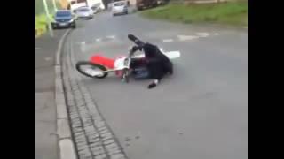 CROSS BITUME - petit crash en crf450