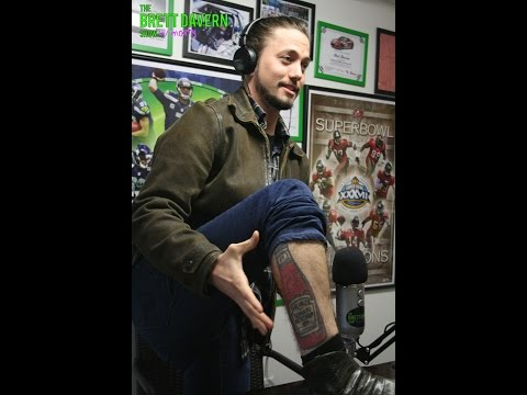 Jackson Rathbone Shows Off His Ketchup Bottle Tattoo!!