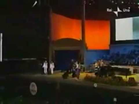 Queen & Zucchero  We Are The Champions Pavarotti and Friends 2003
