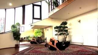 Растяжка в паре. Парный стретчинг(Комплекс упражнений на развитие гибкости тела с партнером. В данном видео-уроке в гостях у программы