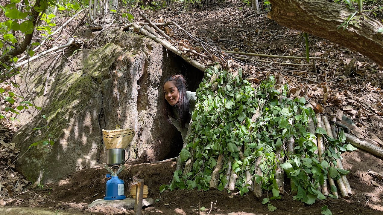 SOLO Two Days BUSHCRAFT in UNDERGROUND Stealth SHELTER - SURVIVAL CAMPING SKILLS - EMERGENCY DUGOUT