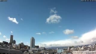 六甲山を越えて押しよせる雪雲