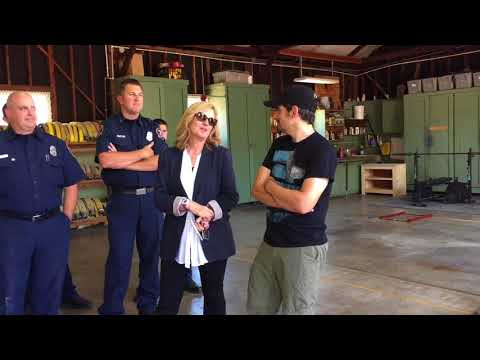 Brad Paisley, Bonnie Hunt visit with firefighters