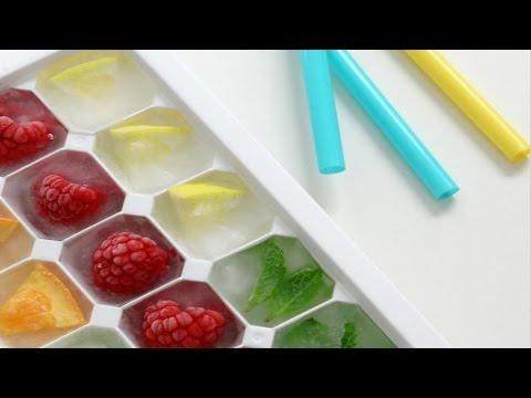 como-hacer-hielo-con-frutas-y-flores-/-alicia-borchardt