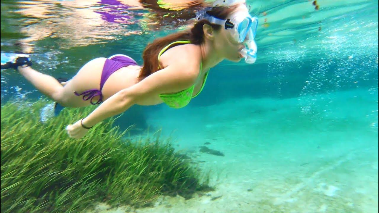Girl swimming Nude Photos 61
