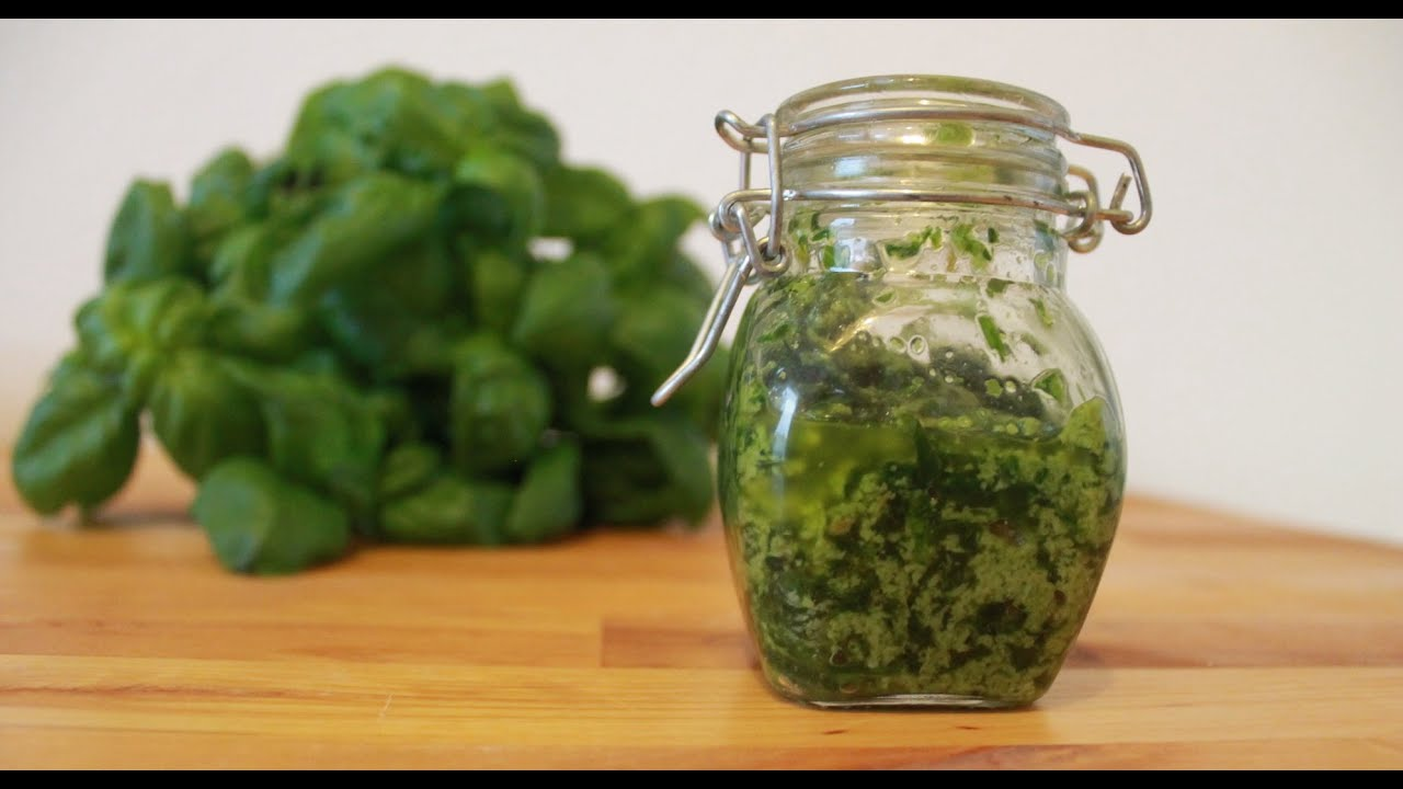 basilikum pesto alla genovese einfaches pesto rezept zum selber machen kochnoob youtube. Black Bedroom Furniture Sets. Home Design Ideas