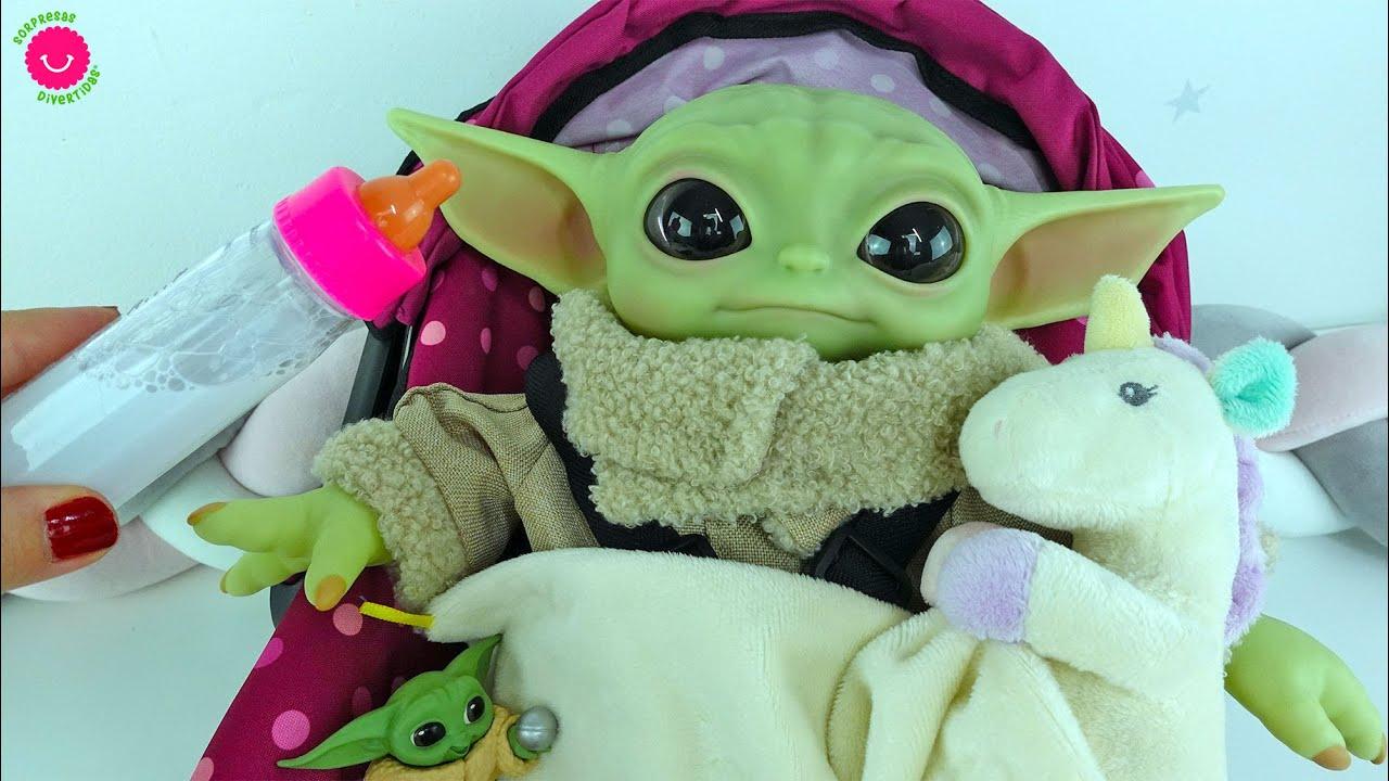 Baby Yoda es un tierno bebé de juguete