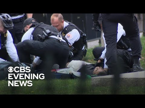 ee4625591e Man sets his clothes on fire outside the White House - YouTube