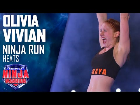 Olivia Vivian does the splits up the Warped Wall | Australian Ninja Warrior 2019