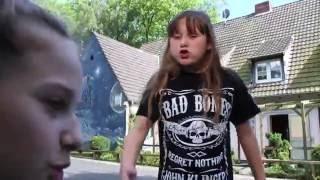 MOBBING wegen HOBBY - BESPUCKT & GESCHLAGEN!