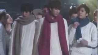 Taeyang & Park Bom playfighting [BOMBAE]