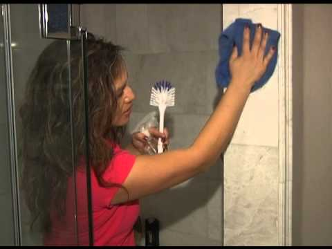 Lisa on the Hamilton Life TV show - shower cleaning tips!