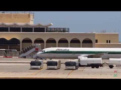 Alitalia A321 Landing, Taxi, full Turn Around and Takeoff in Malta