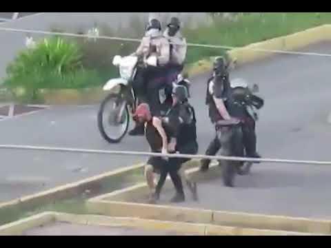 (video) GNB y PNB se ensañan a golpes, patadas y hasta escudazos contra persona en Lecherías
