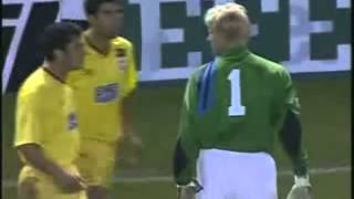 Peter Schmeichel Gives a lesson to a Galatasray fan