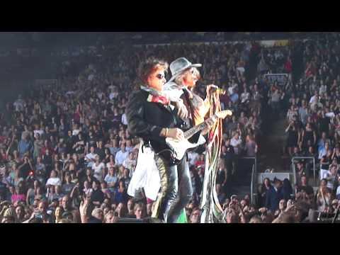 Aerosmith - Opening Live At Air Canada Centre Toronto 2010