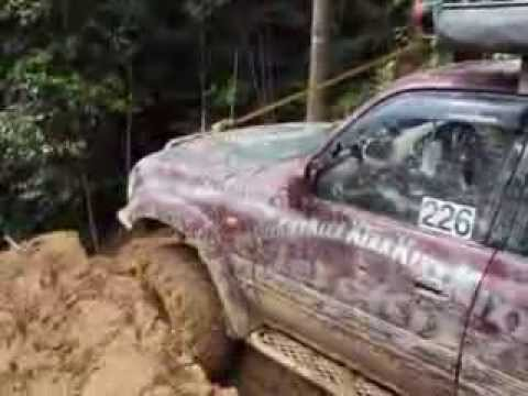 Aksi Terjun Bukit(Borneo Safari 2013)