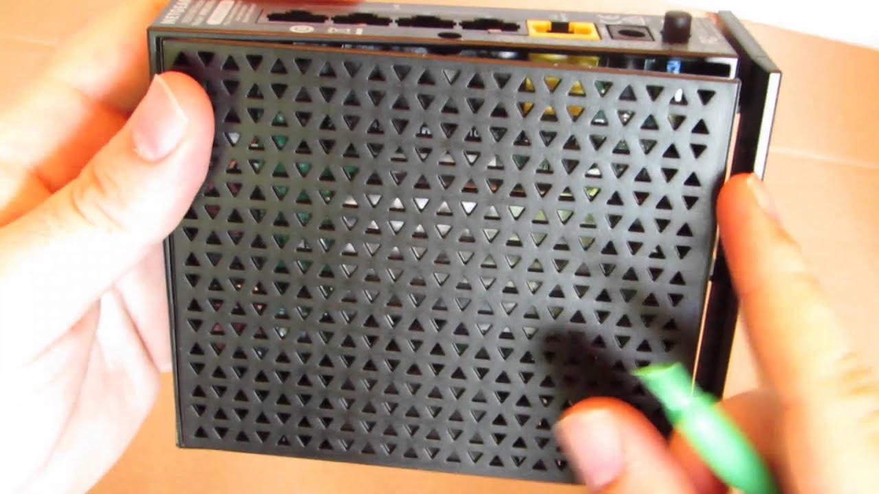 How to open a Netgear WNR 2000