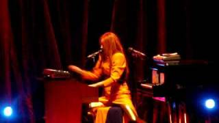 Tori Amos - Strong Black Vine