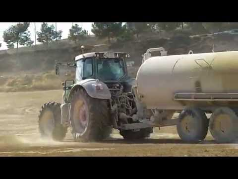 Fendt 927 Vario Tractor with large water tanker