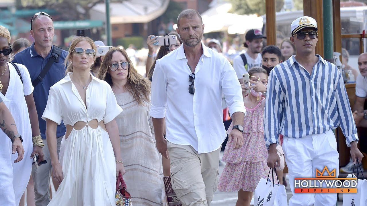 JLo pursued by fans in Portofino, Italy