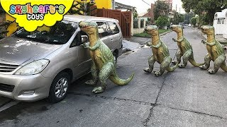 Inflatable TREX ARMY Nerf War - Skyheart Daddy escapes house with dinosaurs for kids