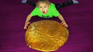 Настя делает золотой слайм Металлический лизун