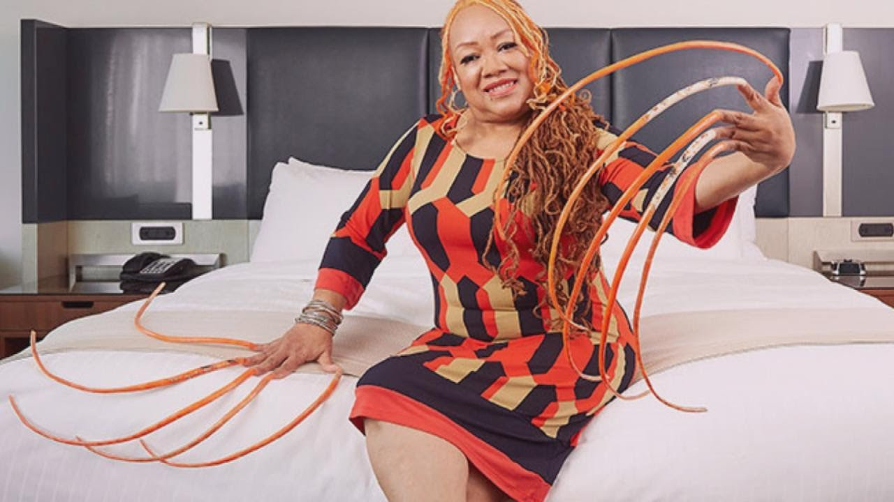 Meet the Woman With the Longest Fingernails in the World - YouTube