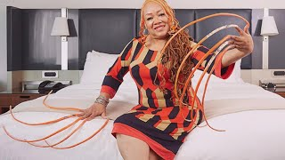 Meet the Woman With the Longest Fingernails in the World