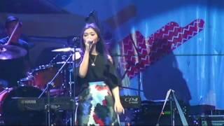 Isyana Sarasvati Live Banjarmasin 01 Pesta