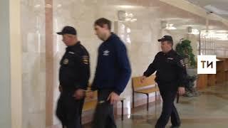 В суд доставили подозреваемого в двойном убийстве на улице Химиков в Казани