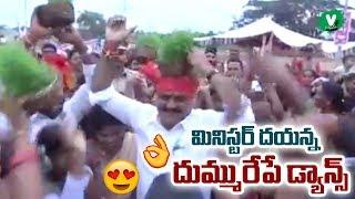 మినిస్టర్ దయన్న దుమ్మురేపే డ్యాన్స్ | Minister Errabelli Dayakar Rao Dance | Velugutv