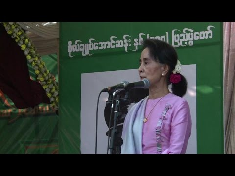 Myanmar's Suu Kyi leads rally honouring hero father