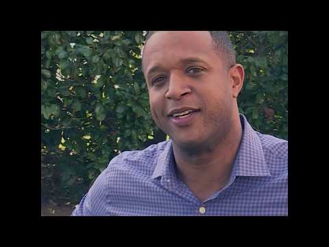 """Craig Melvin of \""""Today\"""" visits Wofford College ahead of Terrier's NCAA dance"""