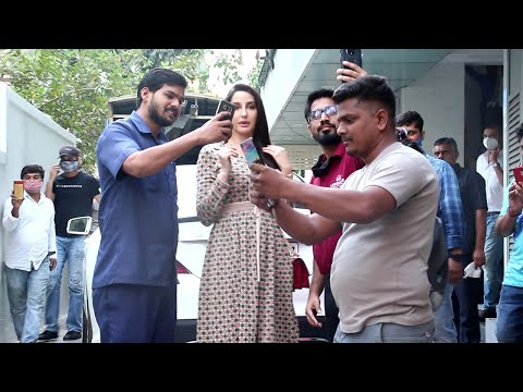 Dilbar Girl Nora Fatehi Badly Moobed By Male Fan's On Mumbai Road's Outside Exceed Office