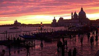 Acqua alta a Venezia, il tramonto dopo la marea: le immagini sono mozzafiato