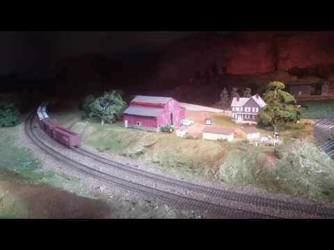 O scale tranis running at the Durham Museum in Omaha, NE